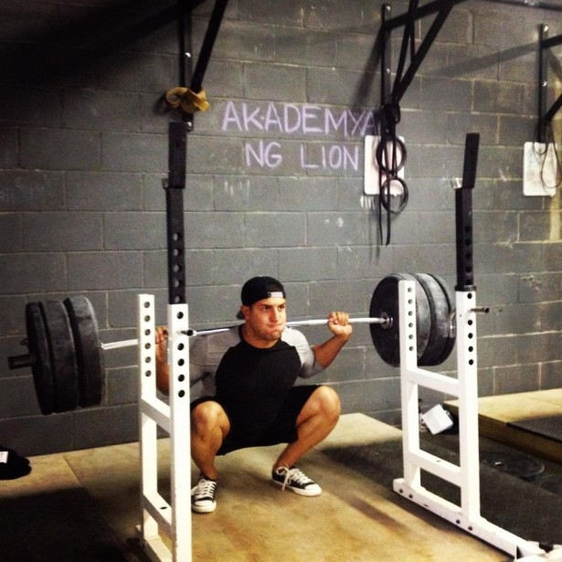 Amer The Hammer Kamra deep squat