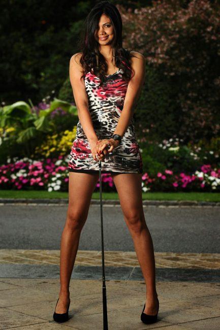 Sharmila Nicollet hot golfer